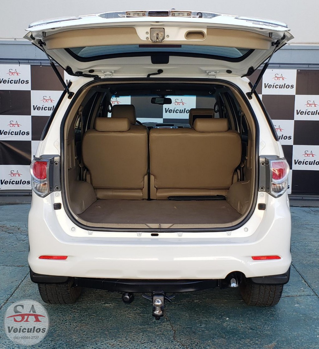 Toyota Hilux SW4 SRV D4-D 4x4 3.0 TDI Dies. Aut 2015